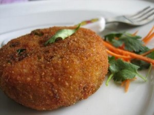 Aloo Aur Qeema Cutlet at PakiRecipes.com