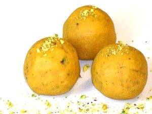Besan K Ladoo at PakiRecipes.com